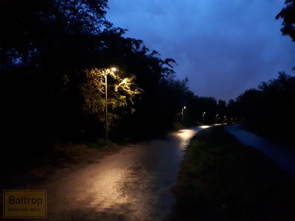 Radweg beleuchtet